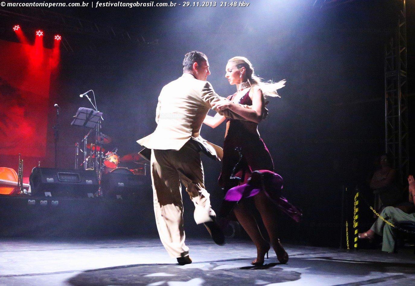 Festival Internacional de Tango - Brasil 2013. Na Lona Cultural do CCBB e Correios. Apresentação de tango de Fernando Decampos e Helena Fernandez