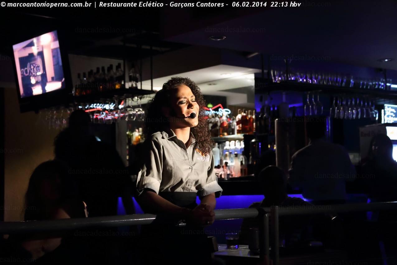 Garçons Cantores - Restaurante Eclético - Barra, Rio de Janeiro, RJ - 06.02.2014.