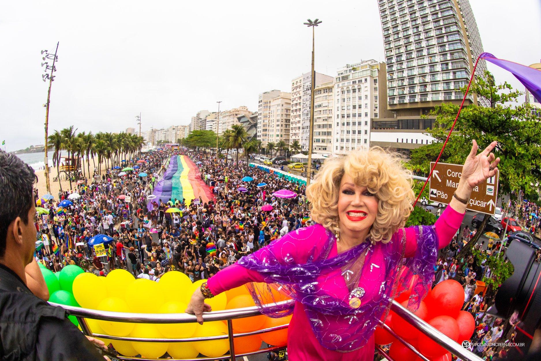 Com concentração a partir das 11h na orla de Copacabana, a 24ª Parada do Orgulho LGBTI, foi realizada em 22.09.2019 comemorando os 40 anos do Movimento LGBTI no Brasil e os 50 anos da Revolta de Stonewall em Nova York. Apesar da chuva constante, manifestantes lotaram a orla e através de faixas e mensagens pelo microfone, protestavam sobre os mais diversos temas, como a censura do prefeito Crivella na Bienal do Livro e a morte de Marielle Franco, sugerindo uma rua com seu nome. Jane di Castro abriu a parada cantando o hino nacional em ritmo de samba. A parada teve 7 trios elétricos. Entre as atrações estavam Pablo Vittar, Lexa, Day e MC Rebecca.